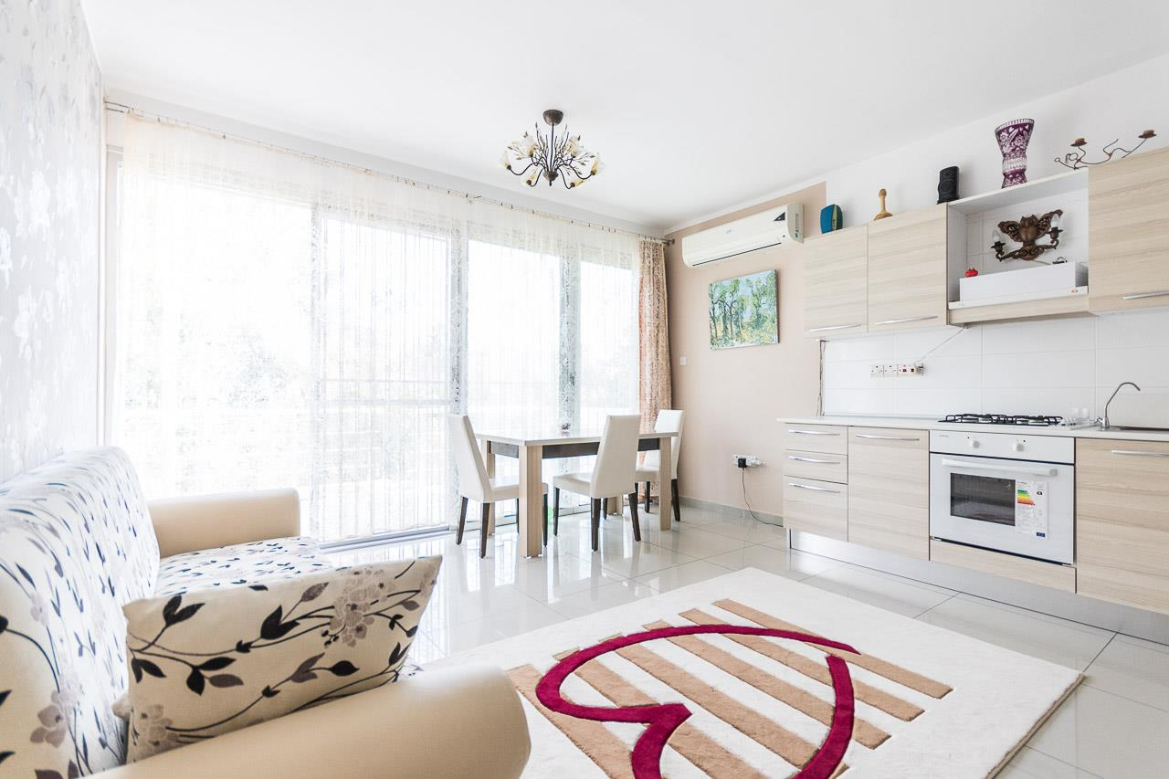 Attractive 1 bedroom furnished apartment
